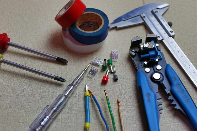 Elektroinstallation Elektro Installation Kabel Klemme Phasenprüfer Schraube Klebeband Messlehre