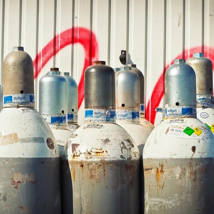 Gas Gasflaschen Gasofen Kaminofen Gaskaminofen Ofen Feuer Flamme Wärme Gemütlichkeit